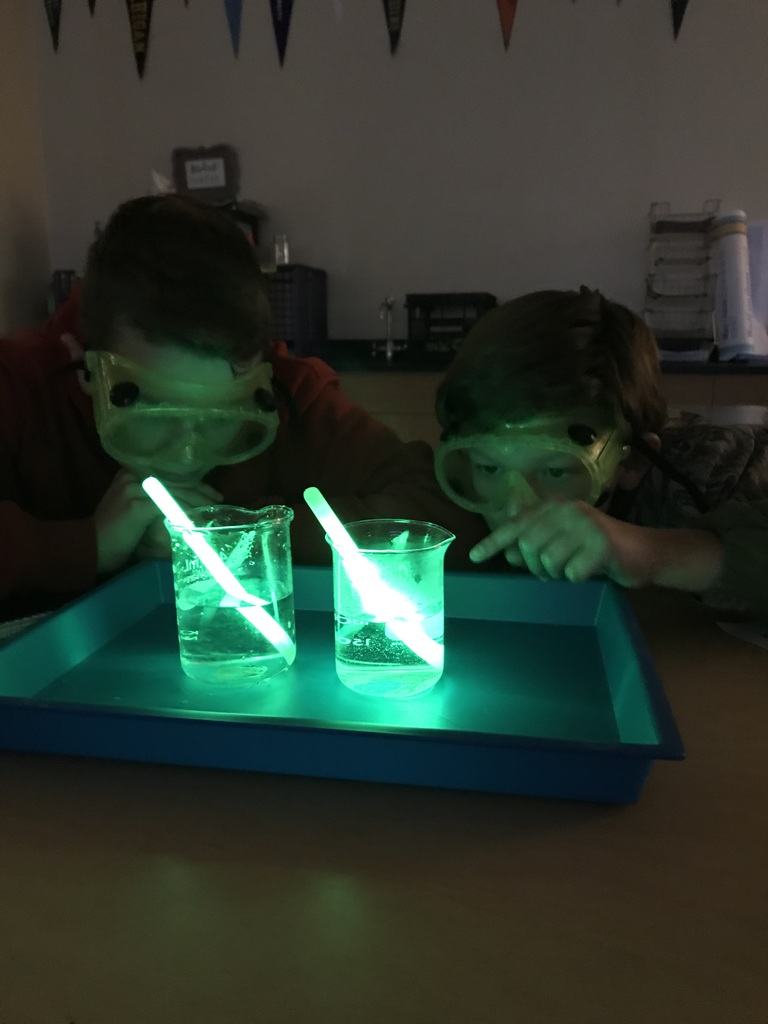 "Students did an experiment to answer the question ""Does the temperature of water affect the brightness of glow sticks?"""